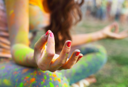 Frau beim tantra yoga